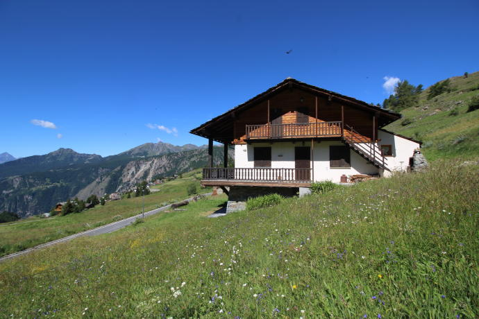 Five-bedroom villa in Valtournenche. Click on the image to view the property.