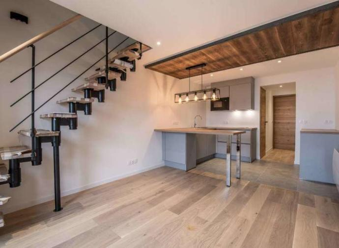 In the popular Plateau district, a magnificent fully renovated duplex apartment, composed of 3 double bedrooms
