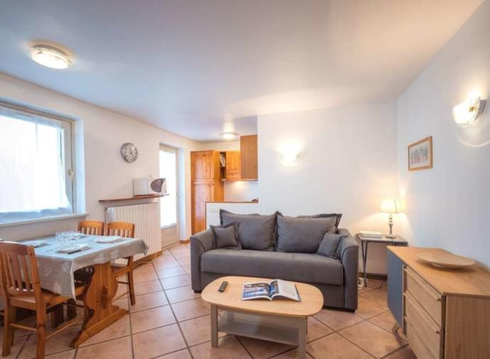 2-room apartment located in the heart of Chamonix, 250 meters from the Savoy / Brévent slopes.