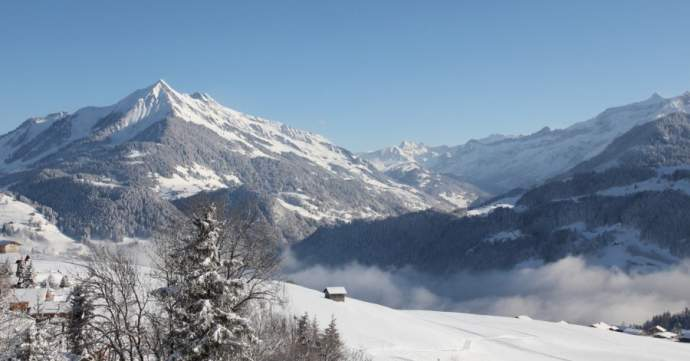 A large ski in ski out five bedroom family chalet with breath taking views of Leysin and impressive neighbouring mountain ranges from the Dents du Midi to the Diableret Glacier.
