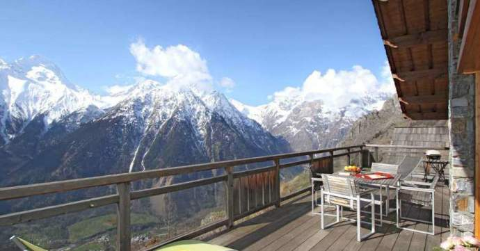 This very large chalet will offer you one of the most beautiful views of the resort